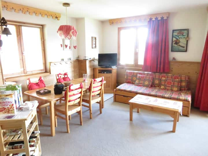 La Tania ski in ski out apartment, 1 bed, Sauna