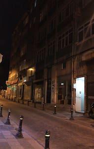 Geceleri sokak aydınlatma sistemi çalışmaktadır