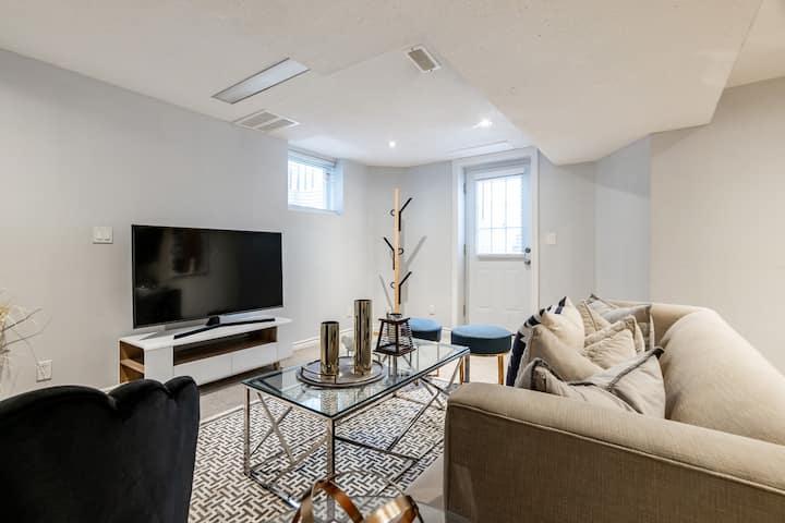 Luxurious 2 Bedroom-Walkout Basement Apartment