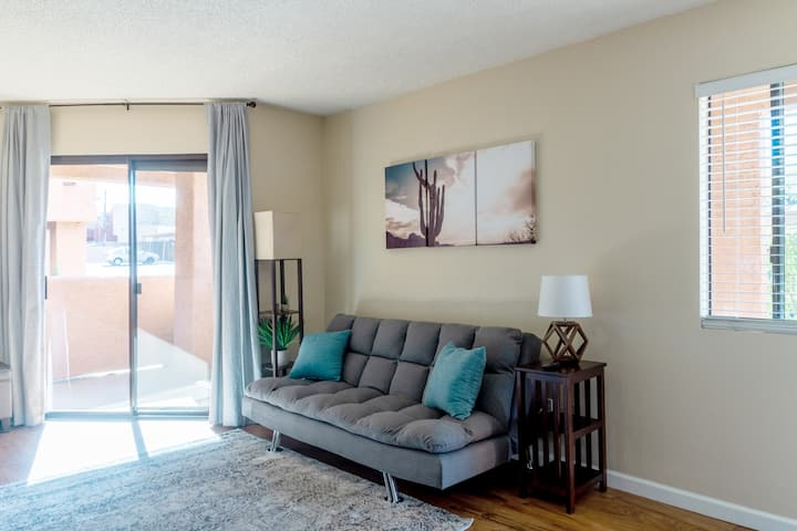 King Bed Condo near UofA, Downtown | Walkscore 84