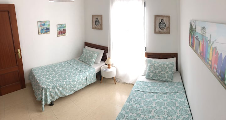 Cozy private double bedroom 200m from the beach