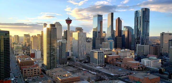Breathtaking Views of DT, Bow River and the City