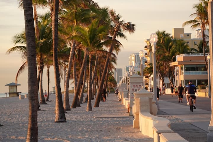 Hollywood Beachfront Resort