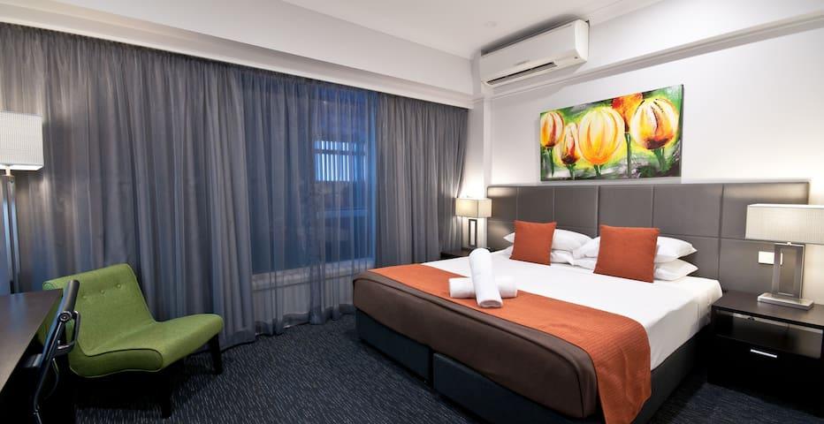 Superior hotel room in Cairns CBD