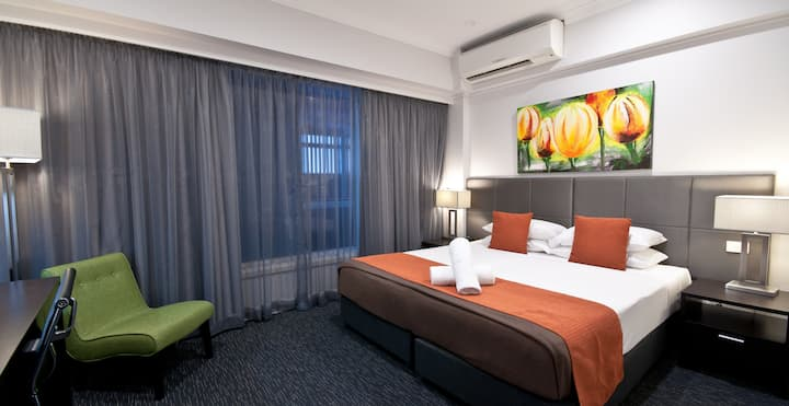 Superior hotel room in Cairns CBD