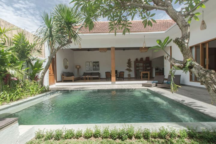 Stylish 2bedrooms, 700m from beach big parking