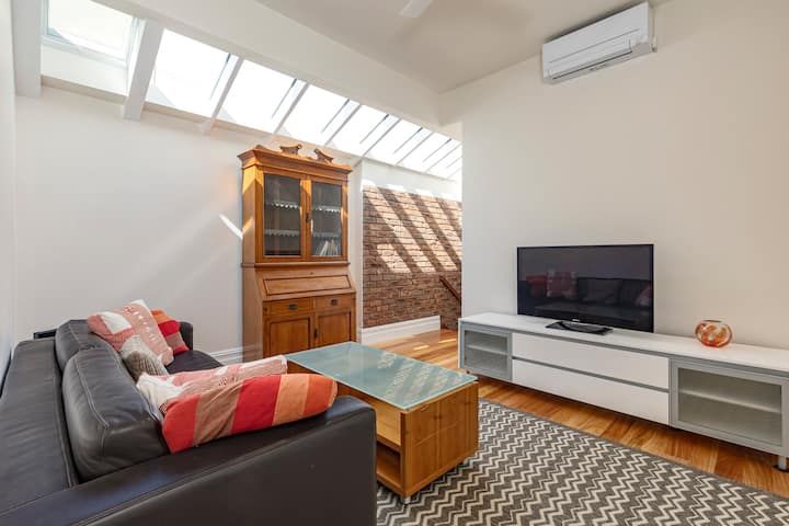Convenient 2 Bedroom House in Port Melbourne