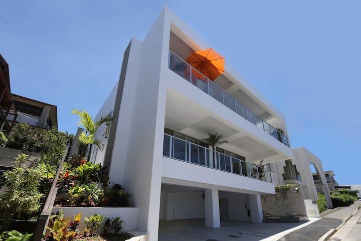 沖縄最大20人まで追加料金無し6ベッドルーム5シャワールーム4トイレBBQジェットバス海の眺め最高