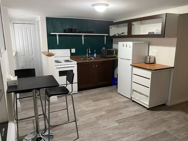 Newly renovated Bachelor unit in charming location