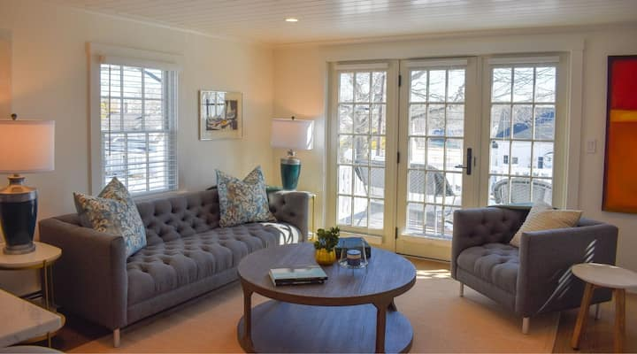 """Smooth Sailing"" Luxurious 2-BR Apartment"