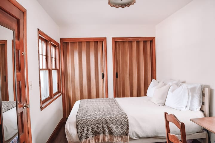 Bedroom 2    Easy access main floor bedroom is just off living room. There is a double bed with views on the water, half bath and small work space.  Double bed has new Brentwood Home made in LA memory foam mattress. Twin trundle pulls out under bed.