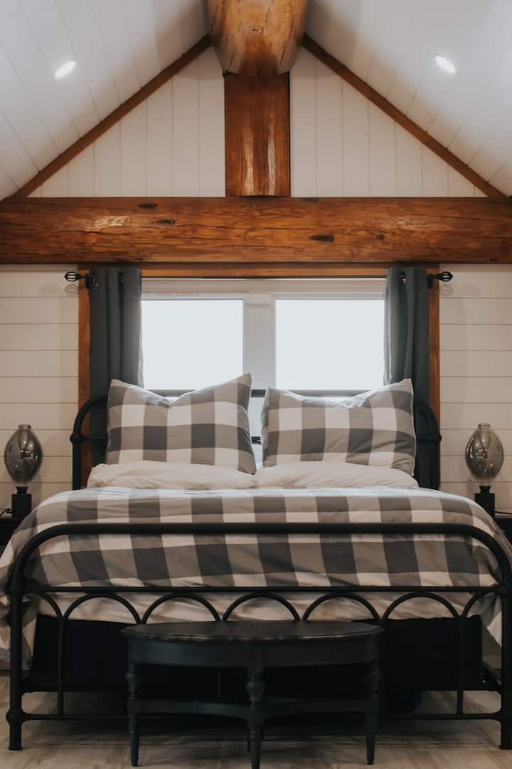 Log Home - Private Suite