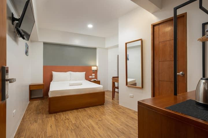 Standard Queen Room @ iHotel Uptown BGC