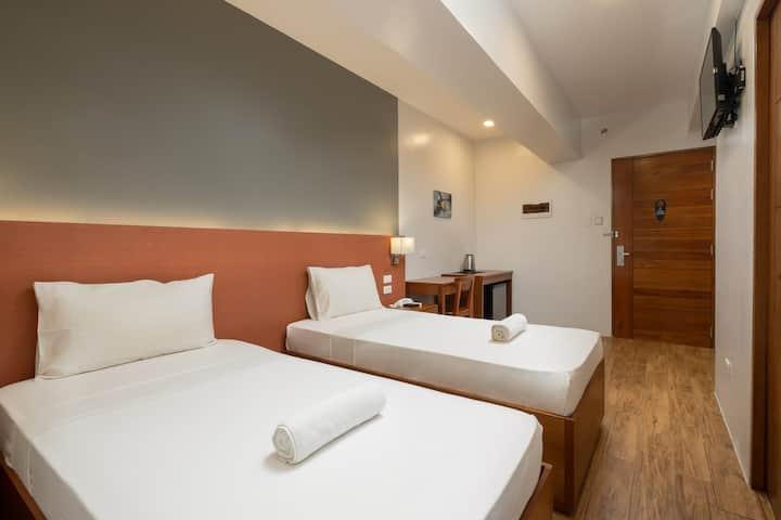 Standard Twin Room @ iHotel Uptown BGC