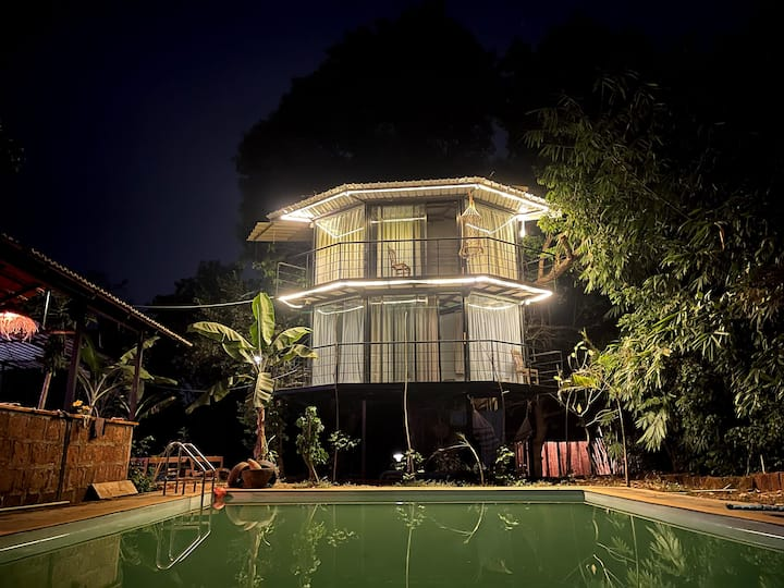 Pool view Treehouse in Anjuna