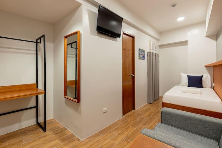 Deluxe Single Room @ iHotel Uptown BGC