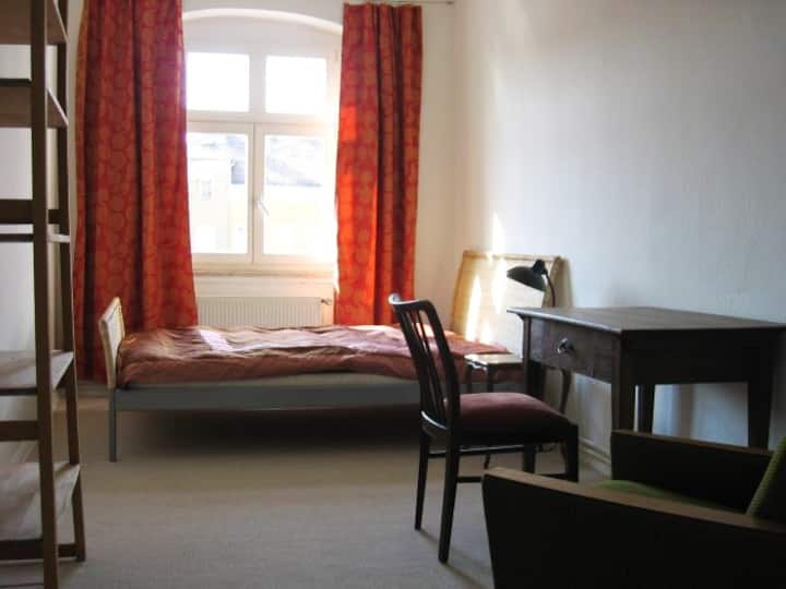 Sunny flat, 2 rooms close to S-Train Köpenick