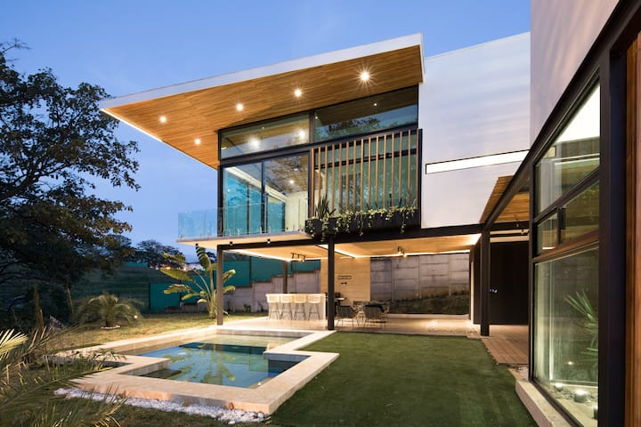 Minimalist Tropical House with Pool (Near Airport)