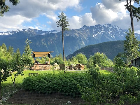 Farm Stay with Sauna, Hot Tub & Epic Mountain View
