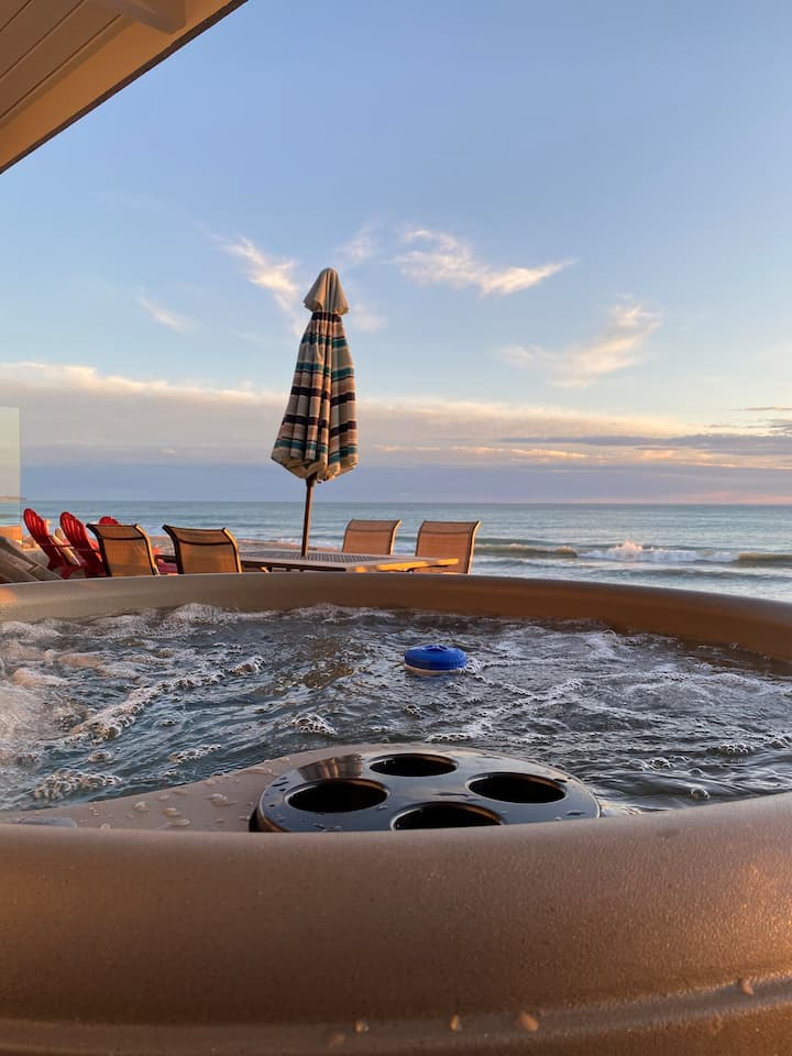 ON THE SAND!! Private Beach! OCEAN FRONT HOT TUB!!