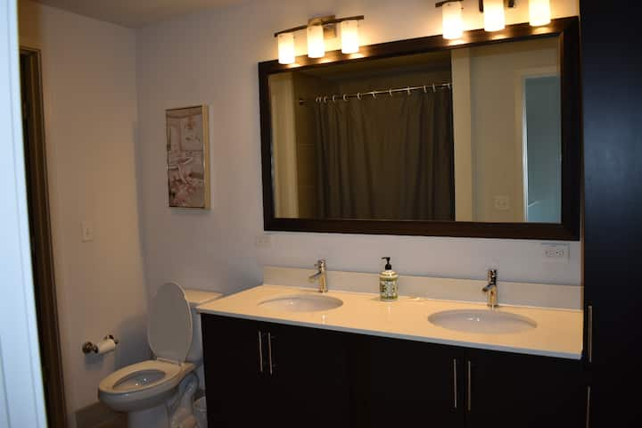 Rainey Street Flat amenities + easy access to DT