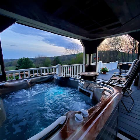 Deer Hollow ~ A Private Home on 3 Acres+Hot Tub