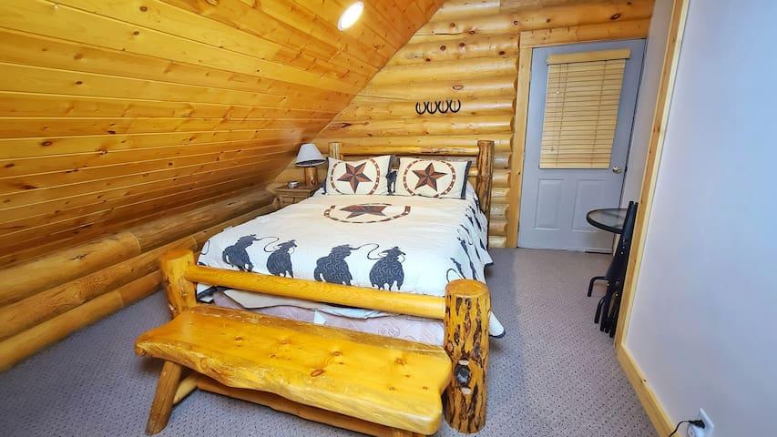 Bedroom #4 (Queen Bed)
