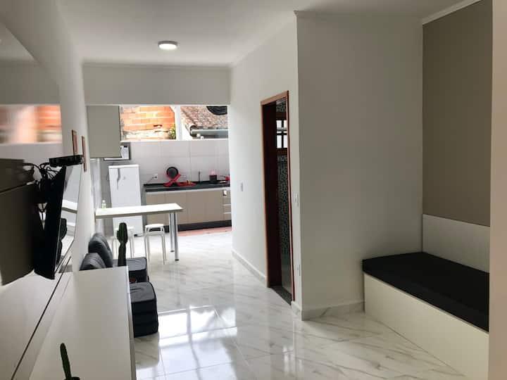 H8 - Apartamento aconchegante a 150m da praia