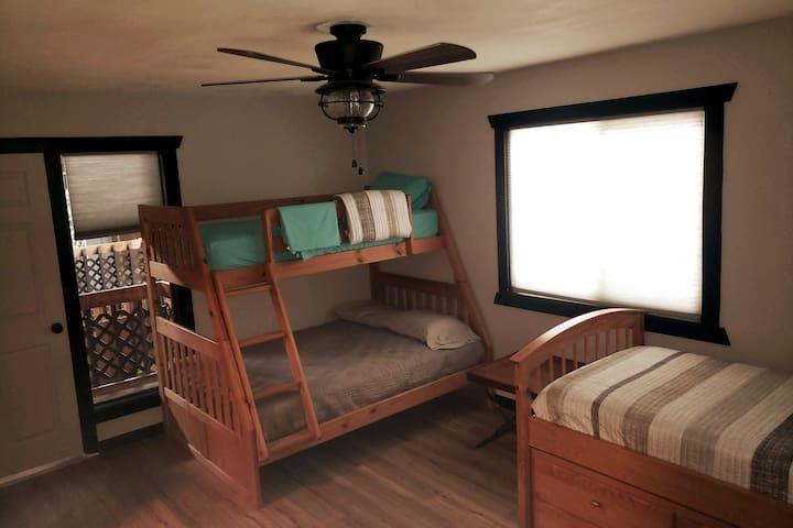Hayden Lake North Bunkroom - Recently Remodeled!
