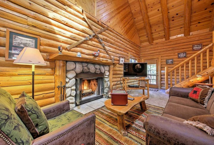 Cozy upgraded cabin walking distance to ski/golf!