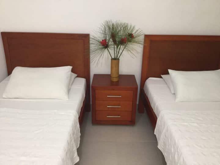 Habitación doble en hotel con ambiente familiar