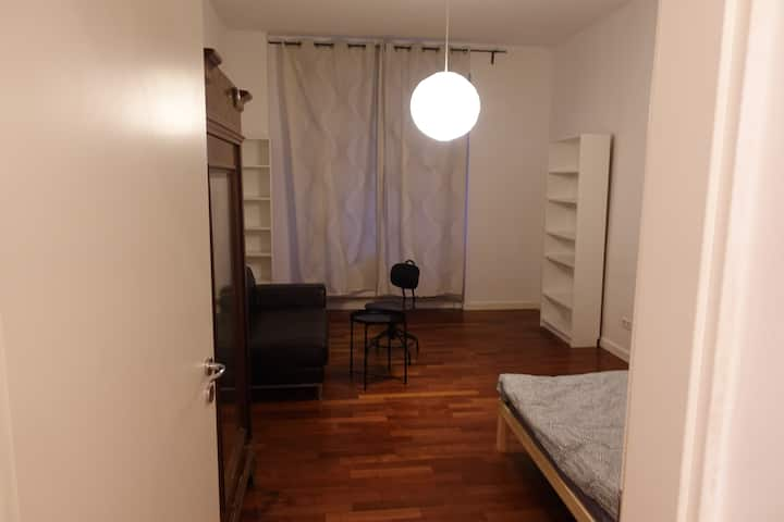 "Stylish Kreuzberg-Apartment ""Inn-Kiez"""