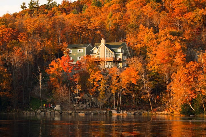Private Waterfront Loft on the Gatineau River