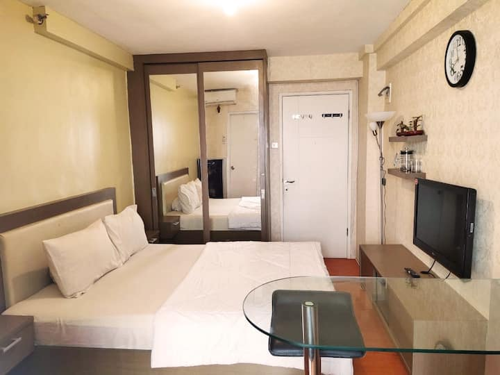 Cozy Sakura Studio Apartment @ Kalibata City +Pool