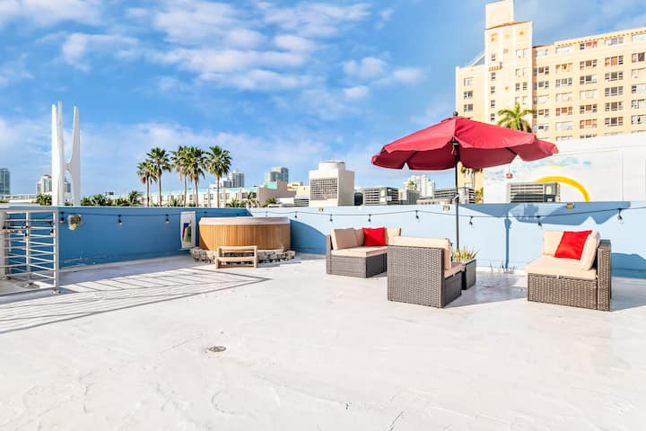 2BR/2BA,Private Rooftop&Jacuzzi, 1block from beach