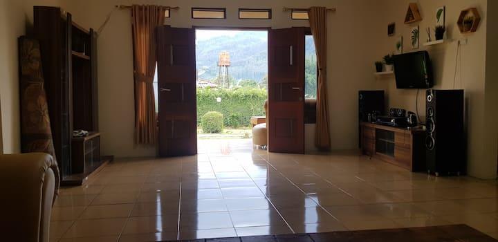 BoBo queen house 2   (villa baba 1)  mountain view