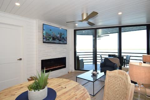 Seaside Escape -Luxurious 2 Bedroom Condo