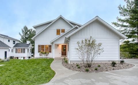 Brand New, Luxury Lakefront Home with Spa Hot Tub
