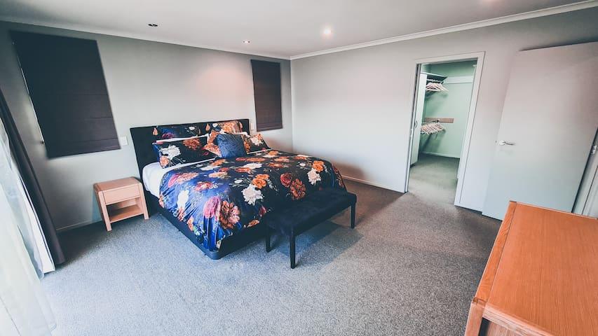 Master super king bedroom