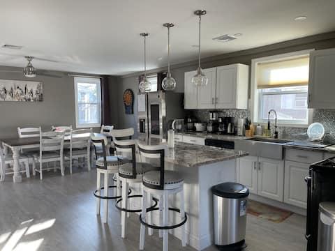 New Clean, Stylish, Cozy Home - Sandy Hook Beach
