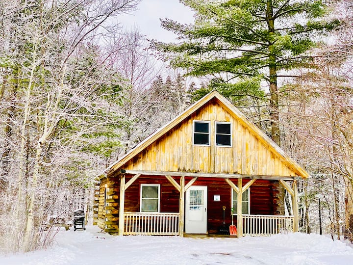 The Moose Lodge Cabin- a retreat on the Ammonoosuc