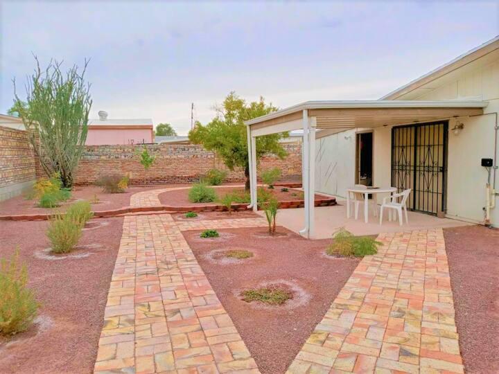 Beautiful garden, immaculate house, garage