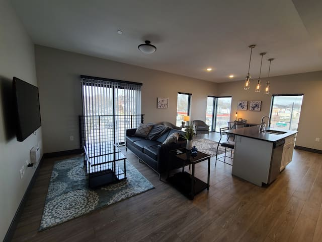 520 Neil, Spacious 1 bdr in the Heart of Downtown