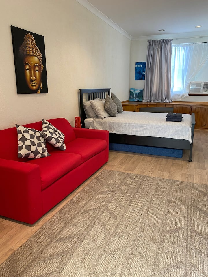 Cottesloe Beachside Spacious Private Entrance Room