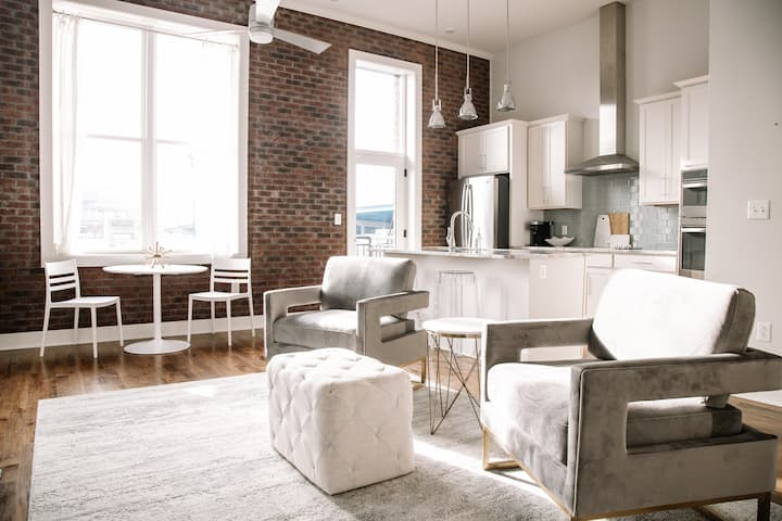 ⋆Modern  Old City Loft w/ View of Sunsphere⋆