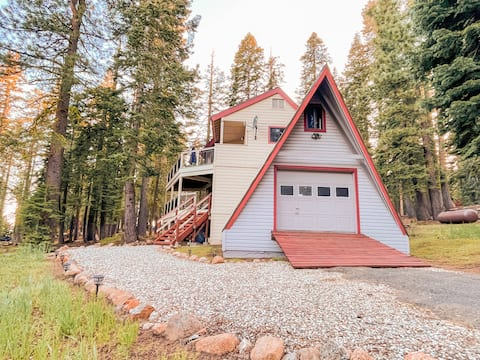 Clean and Peaceful Cabin with Wifi Near Lakes