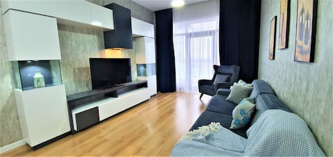 Luxurious apartment at the 24th floor Mall of ist.