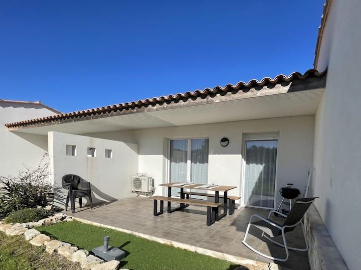 Mini-villa T3 avec piscine et parking
