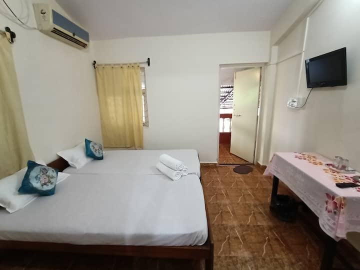 Tito's Lane Guest House Baga Beach Room 7