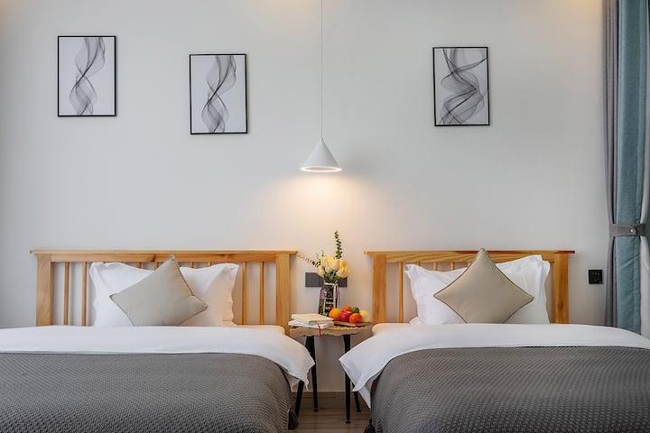 高品质舒适阳光双床房/大理古城旁—背靠苍山/超大公共区域—可预约接送服务